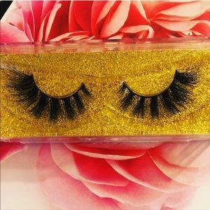 Glamorous affordable mink lashes. Reusable!!!